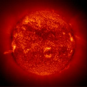 Des violentes éjections de masse engendrent des ondes de choc qui se déplacent à travers le disque solaire. Grâce au télescope EIT, il est possible de déterminer la direction du mouvement de l'onde de choc (© ESA/NASA).